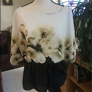 🌸 Stunning Blouse From New York Company 🌸